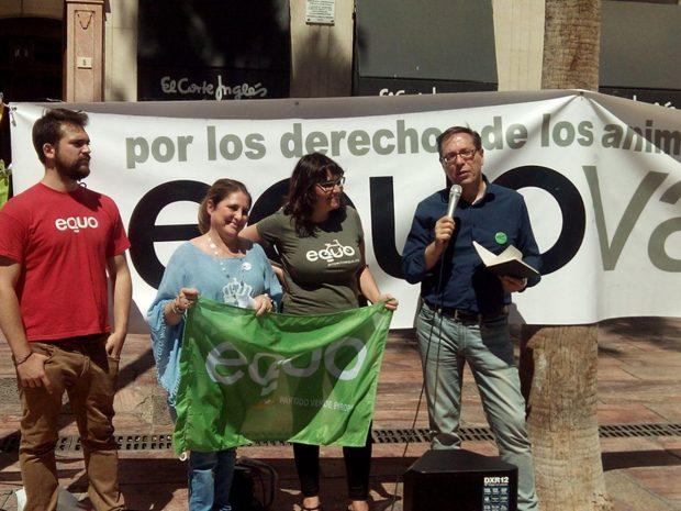 Soler interviene en el acto animalista en Málaga.