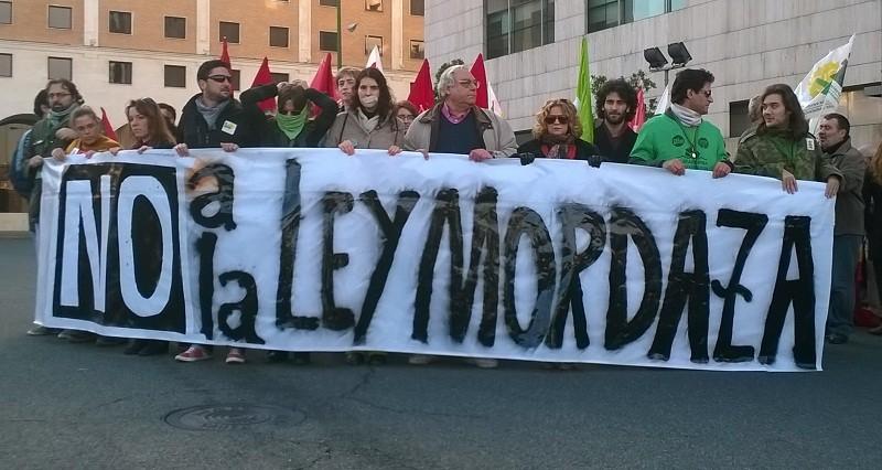 Cabecera manifestación de Sevilla contra la Ley Mordaza