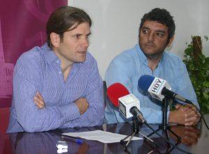 Iván Canca con su sucesor, Antonio Villalpando. Ayuntamiento Puerto Real