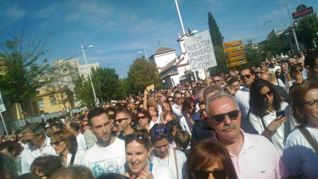 Foto Ciudadano y profesionales de la sanidad se manifiestan en Granada./ EQUO