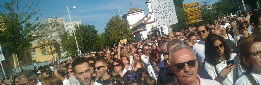 Ciudadano y profesionales de la sanidad se manifiestan en Granada./ EQUO