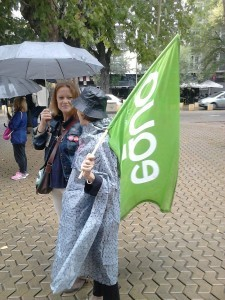 Mar Oliver, coportavz de EQUO en Sevilla participando en una manifestación contra la pobreza y contra el TTIP