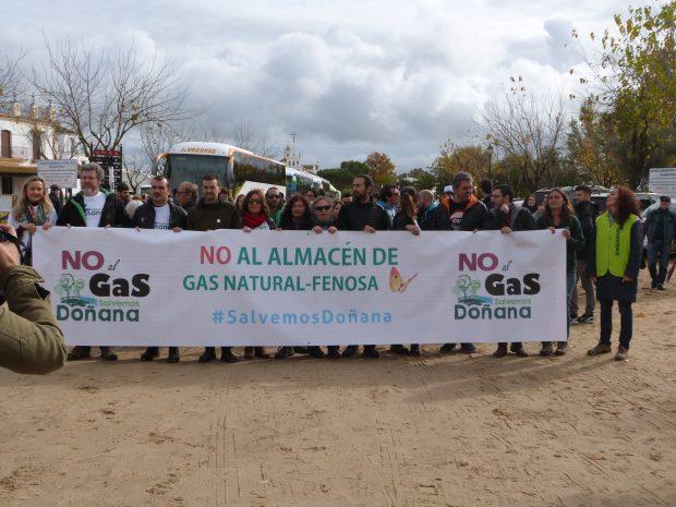 Cabecera de la manifestación, en la que han estado Juantxo López de Uralde e Isabel Brito.