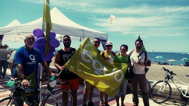 Banderas de EQUO en el paseo marítimo almeriense.