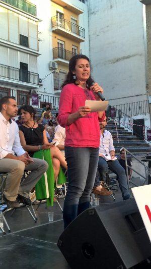 Carmen Molina interviene en el acto de cierre oficial en Sevilla.