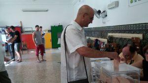Esteban de Manuel votando