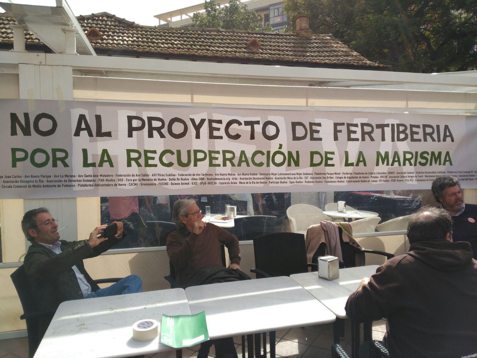 Foto de EQUO ante los fosfoyesos en Huelva y Fertiberia