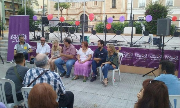 Isabel Brito en el acto de Unidos Podemos en Huelva.