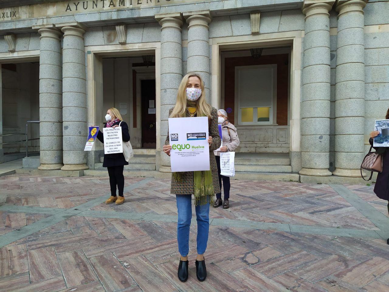 Foto de Isabel Brito contra los fosfoyesos de Fertiberia en Huelva