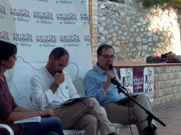 Nuestro candidato Francisco Soler, interviniendo en Alhaurín.