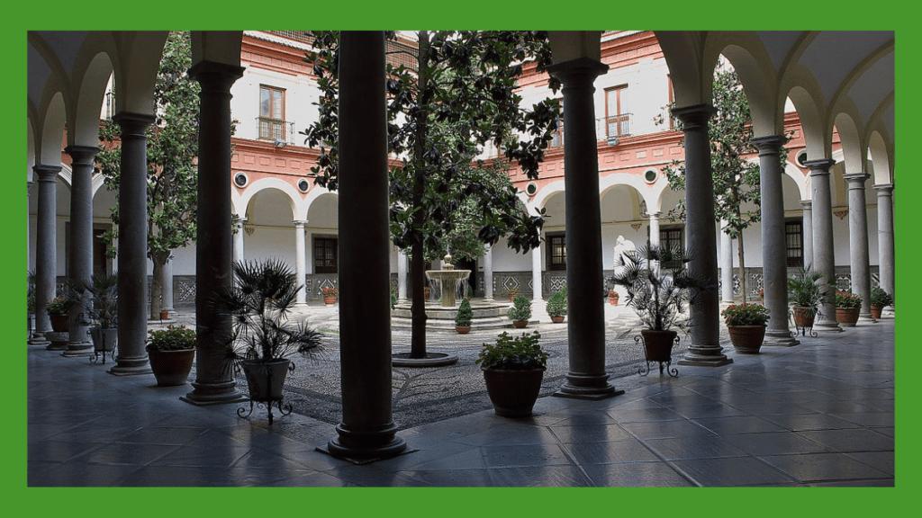 Imagen patio del Ayuntamiento de Granada