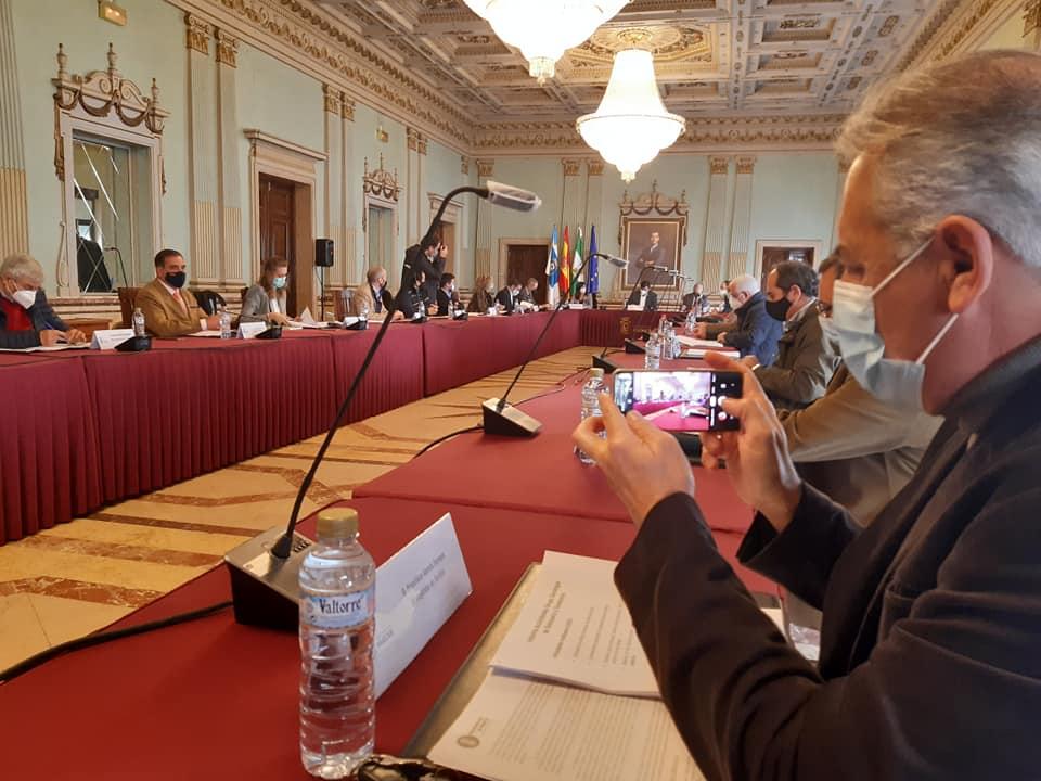Foto reunión Mesa de Participación en Huelva frente al proyecto de Fertiberia