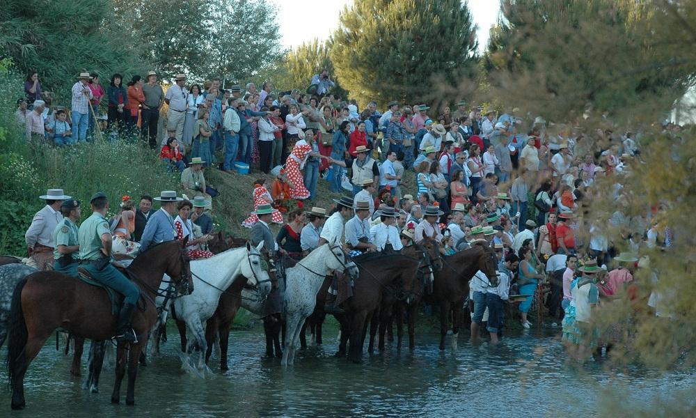 Caballos cruzando el vado del Quema