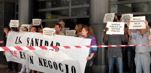 Imagen de archivo de una protesta contra los recortes en salud.