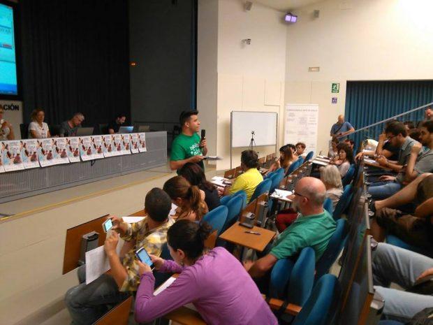 Alejandro Aguilar en la asamblea sobre educación.