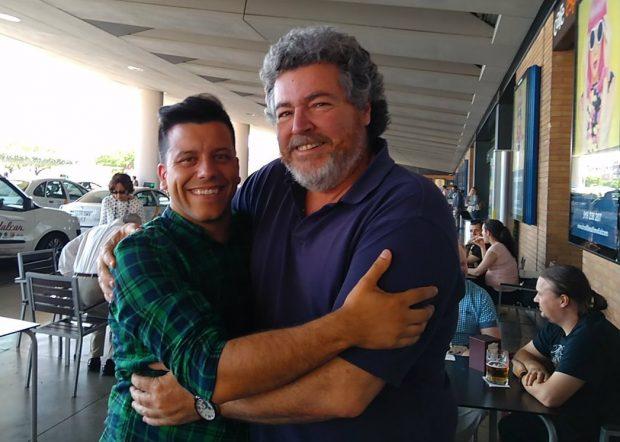 Alejandro Aguilar con Juantxo López de Uralde.